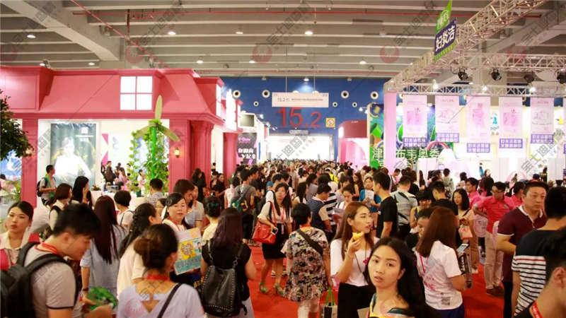 众多人现身广州美博会展区